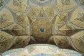 купол древней мечети, восточные украшения из исфахан, иран — Стоковое фото