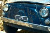 Retro auto in de oude straat van rome — Stockfoto