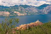 Panorama of Sirmione village and Lake Garda, Italy — Stock Photo