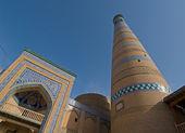 Minarete de la antigua ciudad de khiva, uzbekistán — Foto de Stock