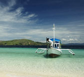 Boat in a tropical waters — Stock Photo