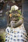 Standbeeld van balinese demon in ubud — Stockfoto
