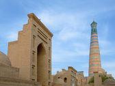 ヒヴァ、ウズベキスタンの古代都市のミナレット — ストック写真