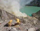 Корзины из серы, Кавах ijen вулкан, Ява, Индонезия — Стоковое фото