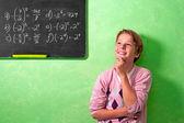 Pojke i klassrummet med undrar uttryck — Stockfoto