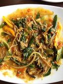 Pittige roer gebakken, thais eten — Stockfoto