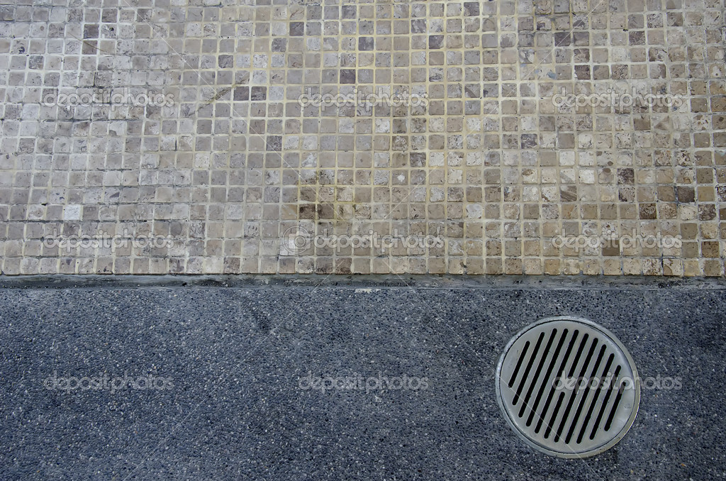 Floor drain on the path uses a different floor, between mosaic tiles and gravel. — Stock Photo #9746214