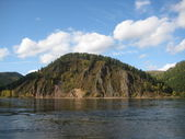 Wooded hills along the banks of the river Yenisei — 图库照片