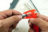 Technické kreslení a nástrojů v rukou — Stock fotografie