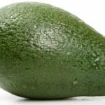 verse avocado geïsoleerd op wit — Stockfoto