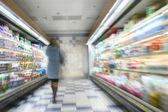 Vrouw in een markt — Stockfoto