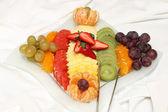 čerstvé ovoce, sloužil tabulka — Stock fotografie