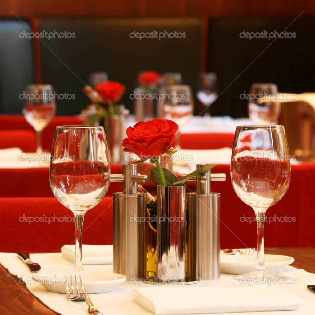 Restaurant table setting — Stock Photo #9712306