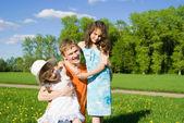 Familjen kul i naturen — Stockfoto