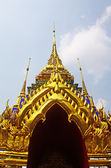 The golden pagoda at Wat Phra Kaew — Stock Photo