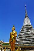 Buddharupa w wat arun — Zdjęcie stockowe
