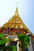 The golden pagoda at Wat Phra Kaew — Stock Photo