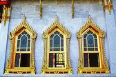 Tres ventanas en wat benchamabophit — Foto de Stock
