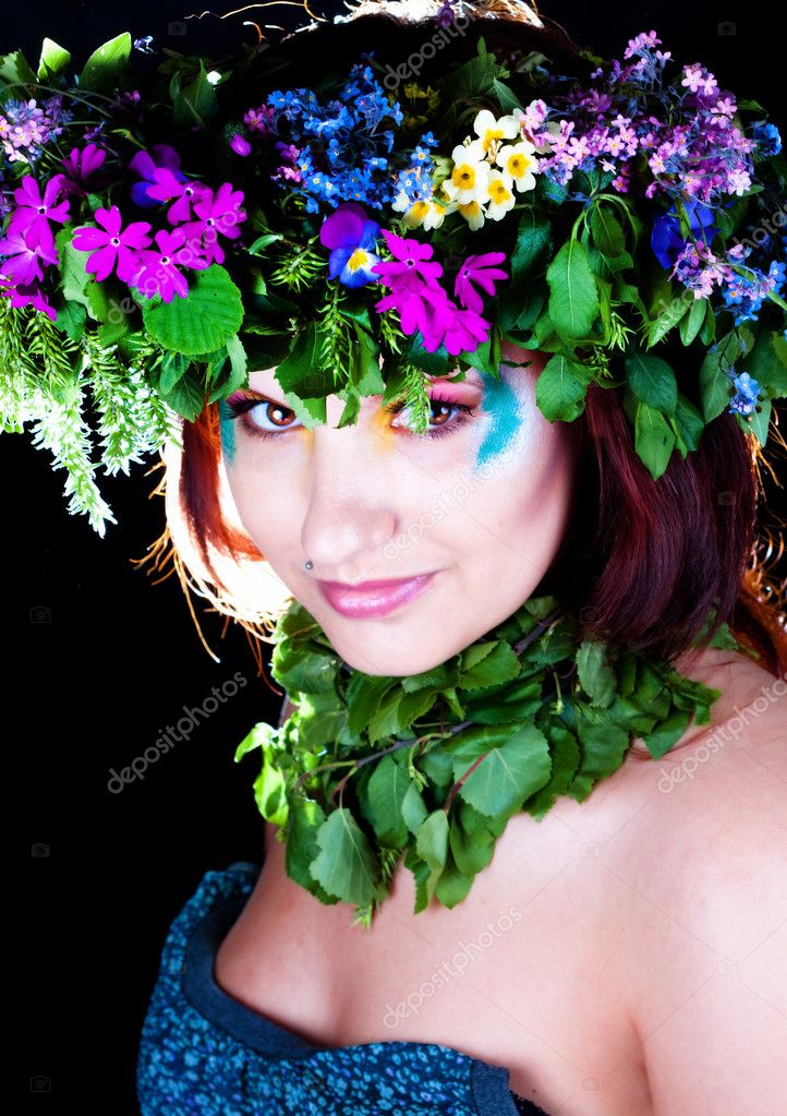 Girl with a sweet bouquet of daisies, daisy, flowers, herbs, foliage, pink, yellow eyes, nails. — Stock Photo #9564691
