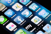 Mezzi di comunicazione sociale apps su apple iphone 4 — Foto Stock