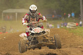 Quad motorbike racer going up the hill — 图库照片
