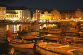 View of the harbor in Rovinj at night — Stock Photo