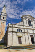 Iglesia de s. eufemia en el casco antiguo de rovinj — Foto de Stock
