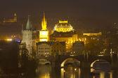 Charles bridge in Prague at night (Prague, Czech Republic) — Stock Photo