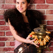 Young woman with a Russian samovar — Stockfoto