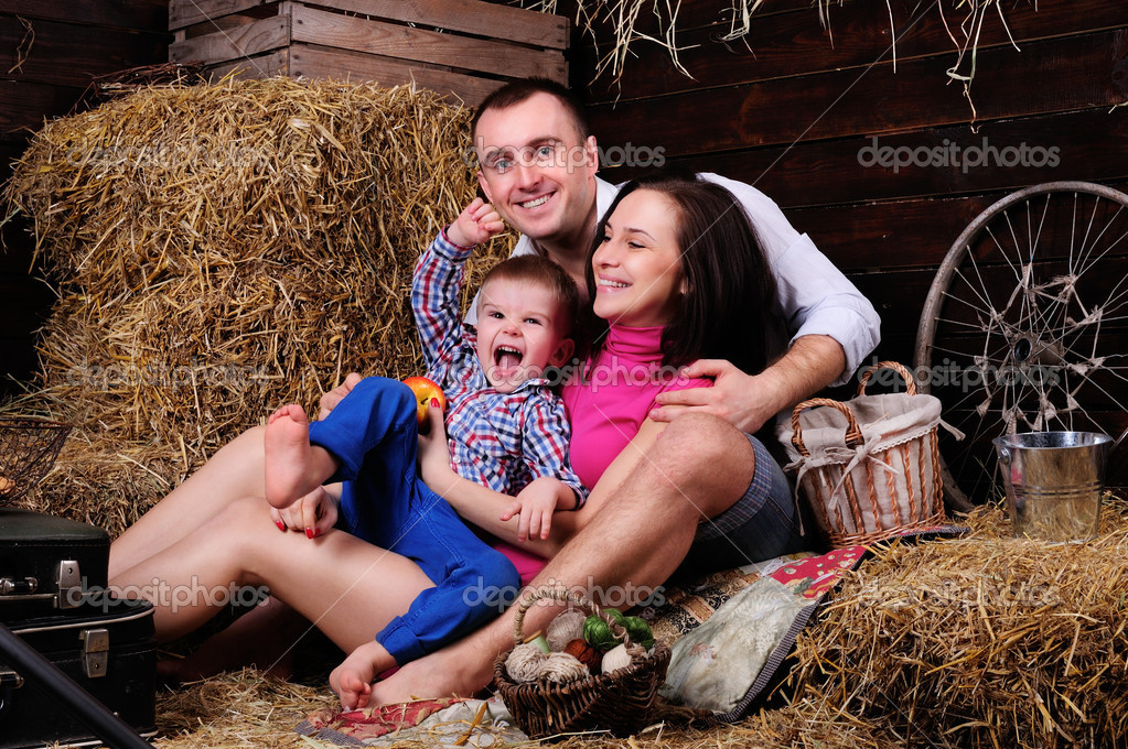 Playful young couple spends time in the hay — Stock Photo #9578562