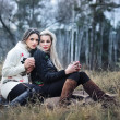 Two attractive young girls on the picnic — Foto Stock