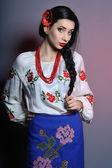 Студийный портрет красивой молодой леди носить украинский c — Стоковое фото