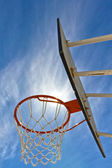 Sun scores a basket — Stock Photo