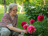 Senior Woman and Flowers — Stock Photo