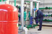 Lavoratore industriale nello stabilimento di potenza — Foto Stock
