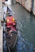 γόνδολα στο κανάλι στη βενετία. — Φωτογραφία Αρχείου