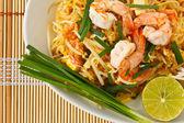 Thai spaghetti di riso saltati in padella (pad thai) — Foto Stock