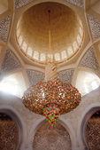 Chandelier inside Shiekh Zayed Mosque — Stock Photo