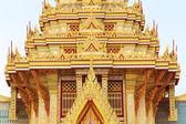 Architektura na střeše s krásnou zlatou barvu, bangkok. — Stock fotografie