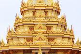 Het platform op het dak met een mooie gouden kleur. — Stockfoto