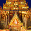 Thai temple architecture at night. — Stok fotoğraf