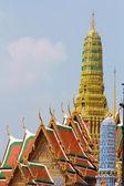 Piękny styl tajski trójkąt na dachu świątyni — Zdjęcie stockowe