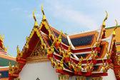 Triángulo de estilo tailandés en el techo del templo — Foto de Stock