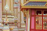 Anjos no templo tailandês arquitetura e escultura. — Foto Stock