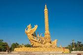 タイ風建築の像. — ストック写真