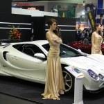 Presenter present sport car — Stock Photo