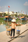 Vietnamese sellerwoman on the street, Hoi An, Vietnam — Foto Stock
