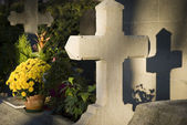 Grave with shadow cross at cemetery — Stock Photo