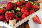 Fresas en una caja — Foto de Stock