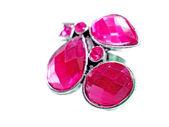 Bague bijoux avec cristaux rouge vif — Photo